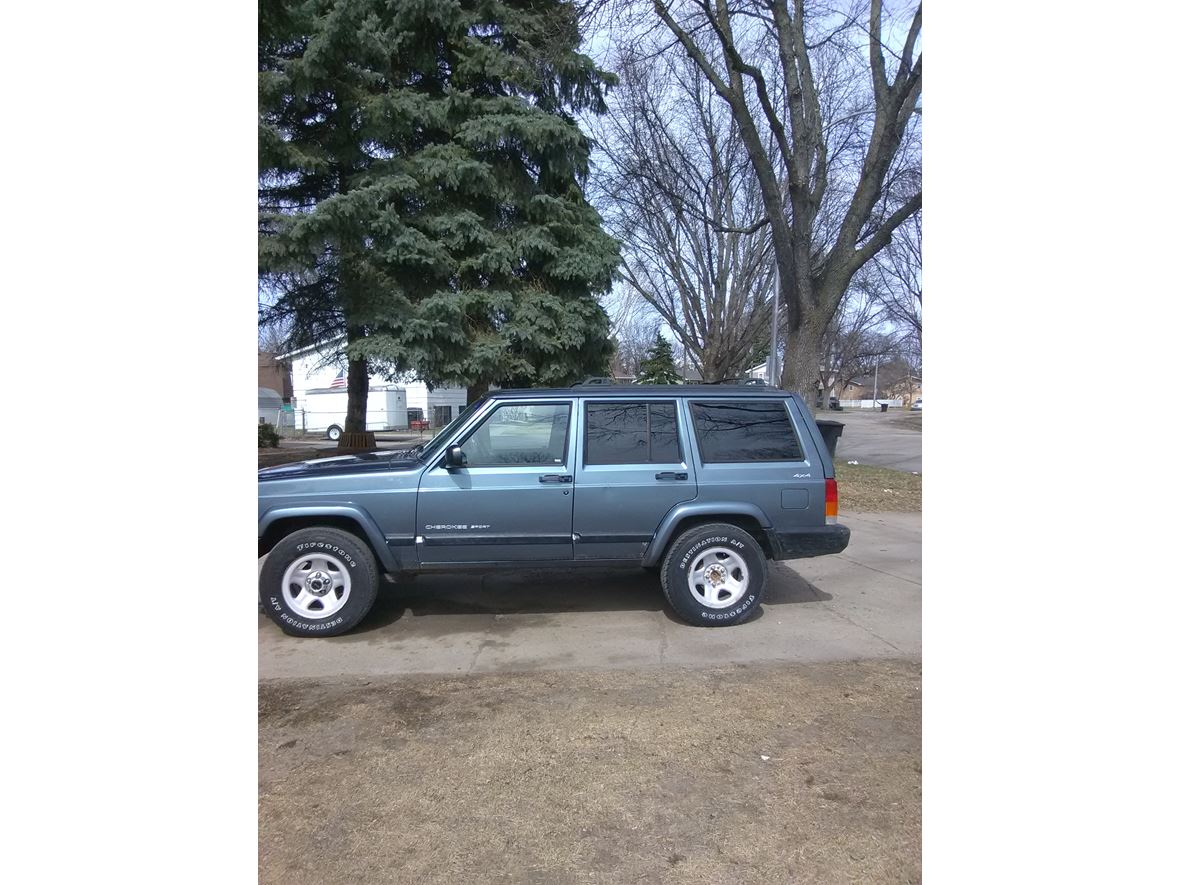 2001 Jeep Grand Cherokee SRT for sale by owner in Grand Forks