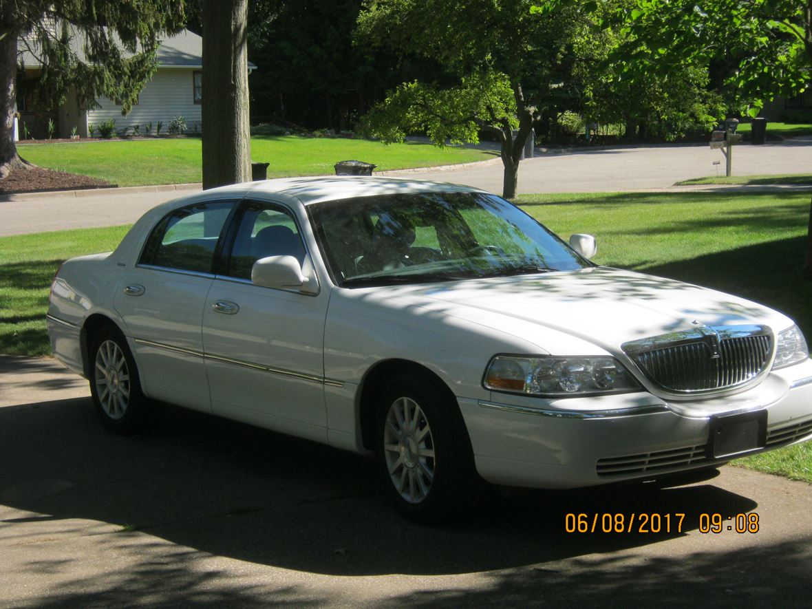 2006 Lincoln Town Car for sale by owner in Portage