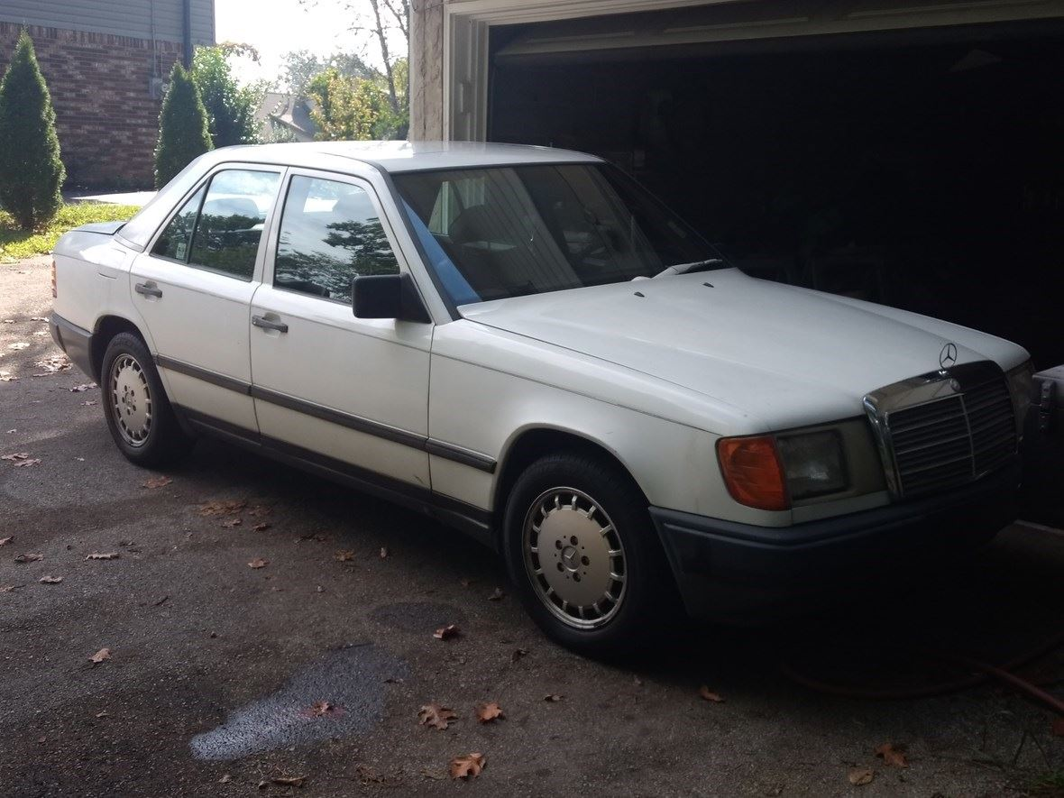 1989 Mercedes-Benz 300E for sale by owner in Hixson