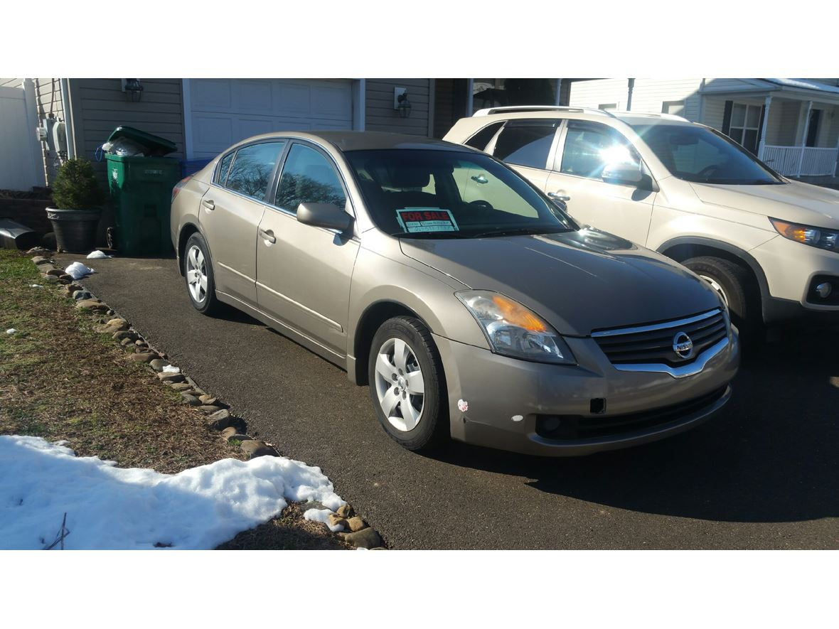 2008 Nissan Altima for sale by owner in Levittown