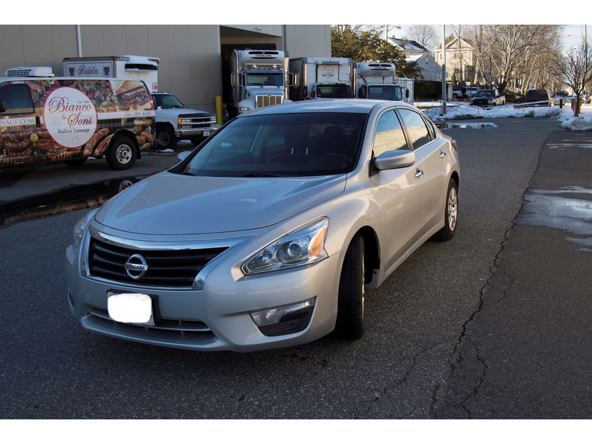 2013 Nissan Altima for sale by owner in Medford