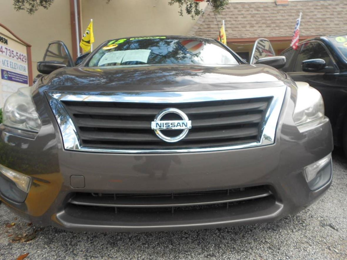 2013 Nissan Altima for sale by owner in Fort Lauderdale