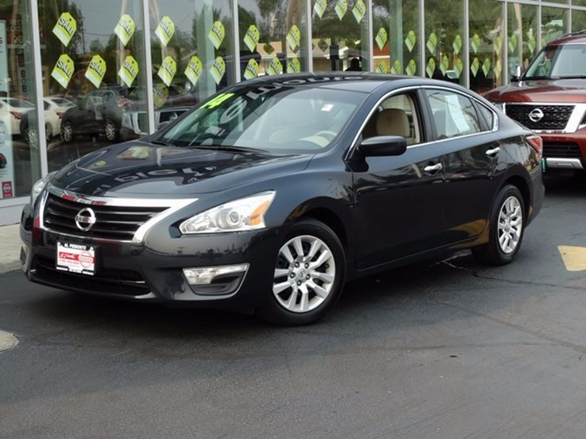 2014 Nissan Altima for sale by owner in Melrose Park