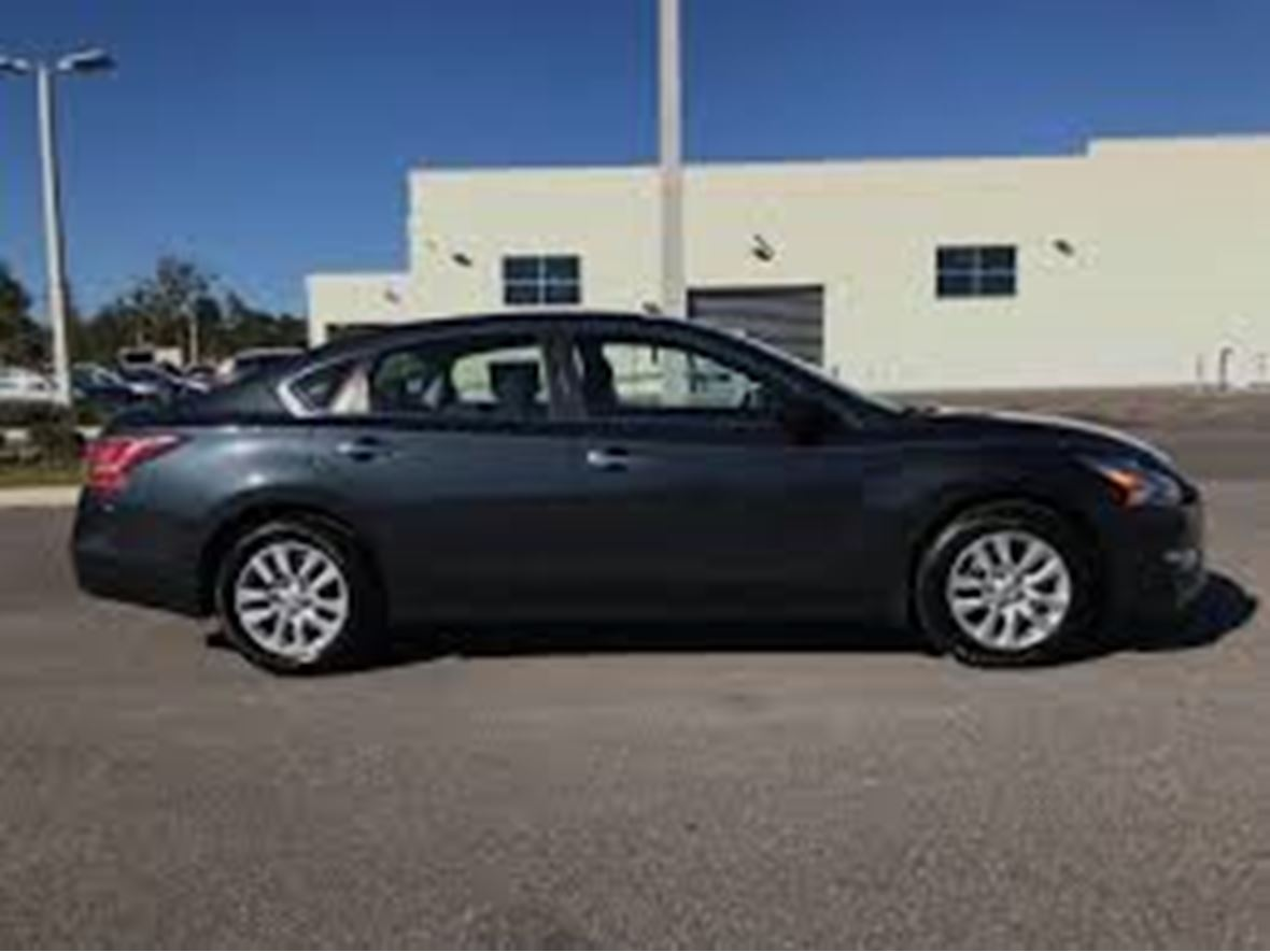 2014 Nissan Altima for sale by owner in Minneapolis
