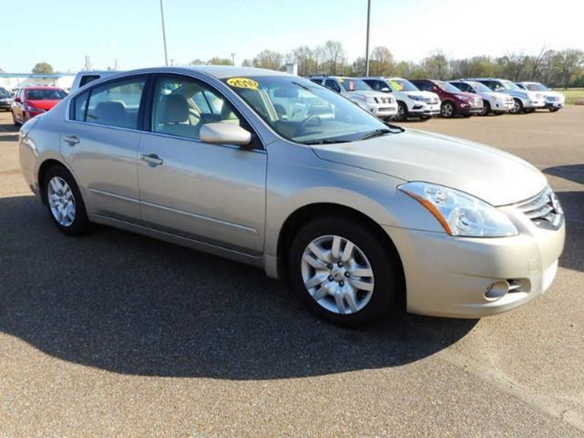 2010 Nissan Altima SL for sale by owner in Utica