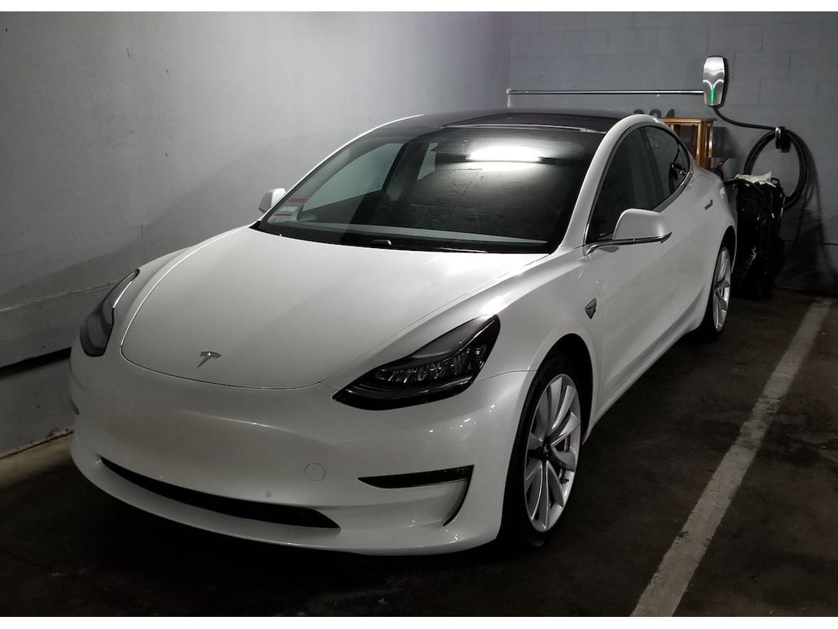 2017 Tesla model 3 for Sale by Owner in Los Angeles, CA 90014