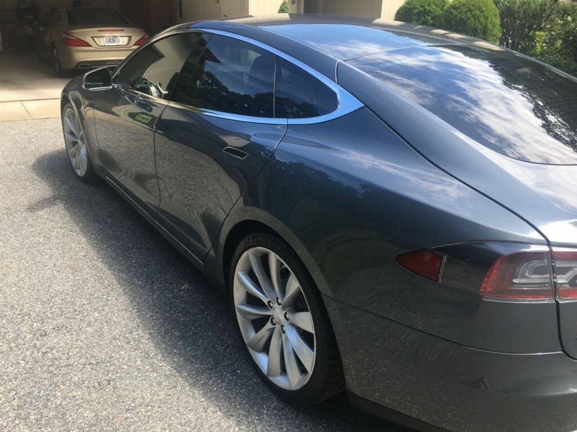 2013 Tesla Model S for sale by owner in Newburgh