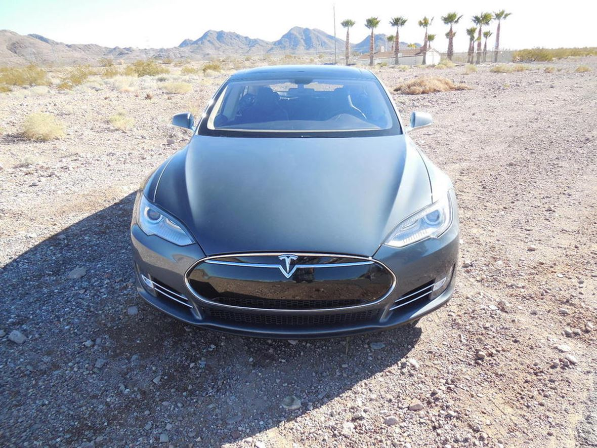 2013 Tesla S for sale by owner in Reno