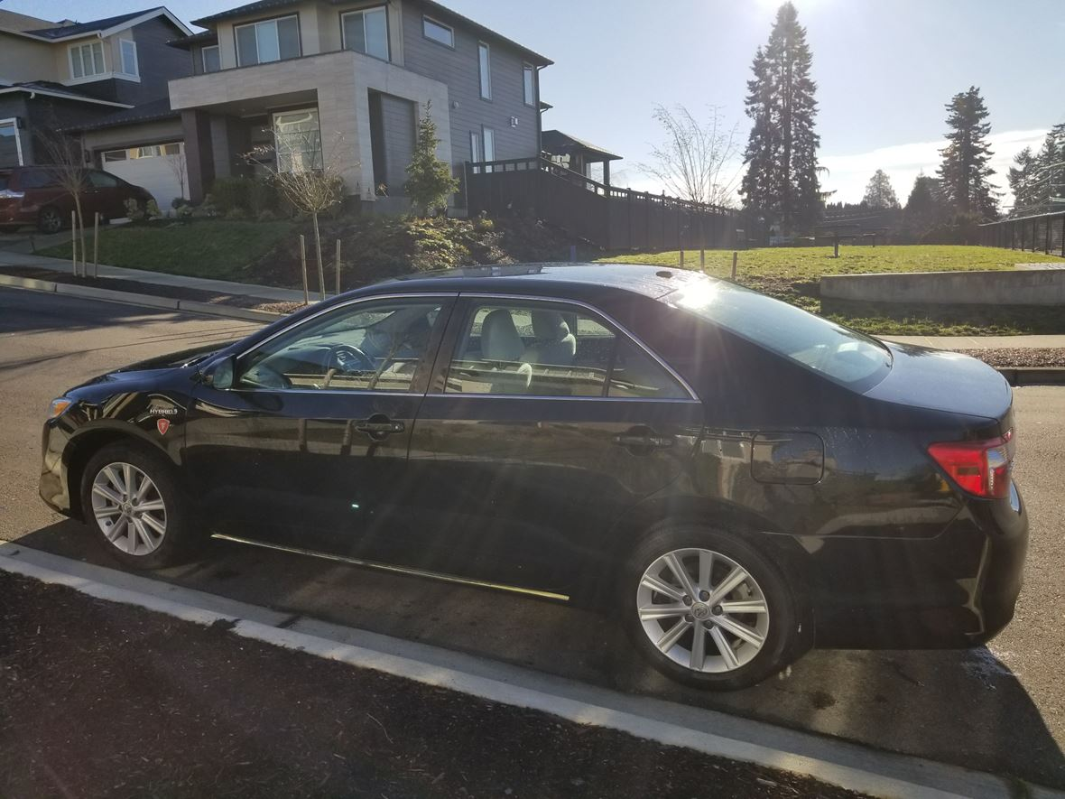 2013 Toyota Camry Hybrid XLE for sale by owner in Lake Stevens