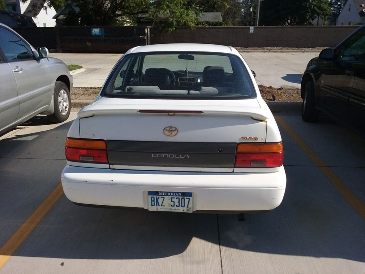 1994 Toyota Corolla for sale by owner in Oak Park