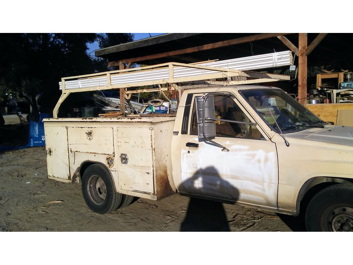 1989 Toyota Pickup for Sale by Owner in Loma Linda, CA 92354 - $3,000