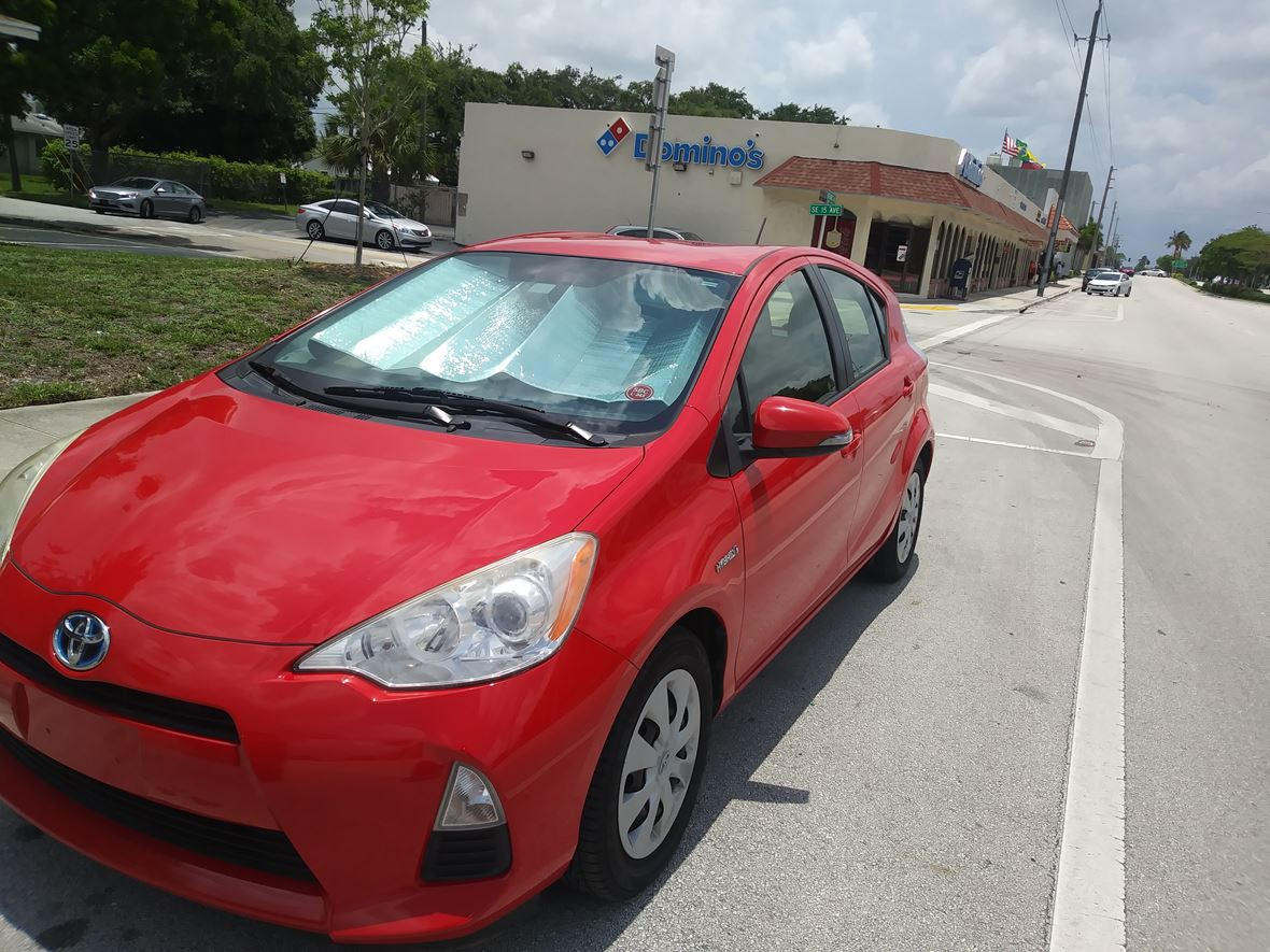 2012 Toyota Prius C for sale by owner in Miami Beach