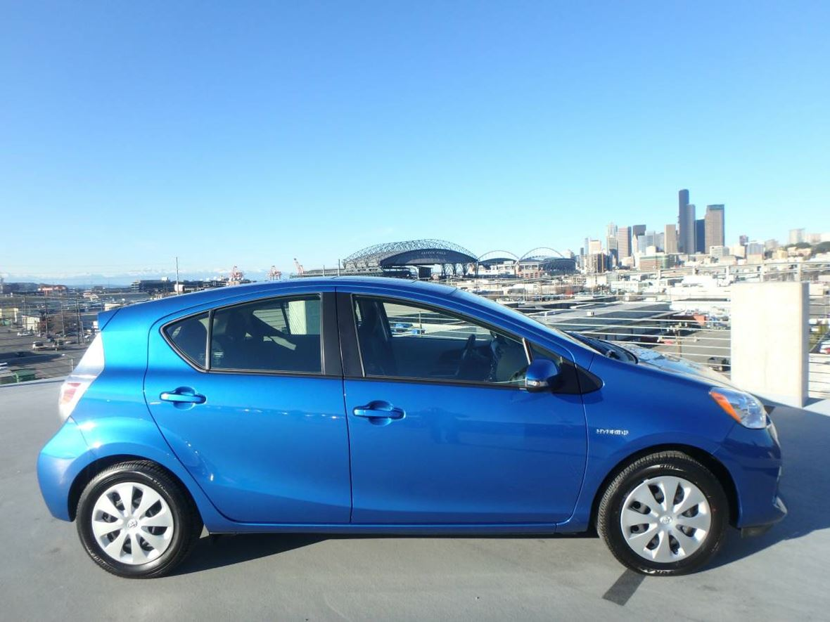 2014 Toyota Prius C for sale by owner in Hillsboro