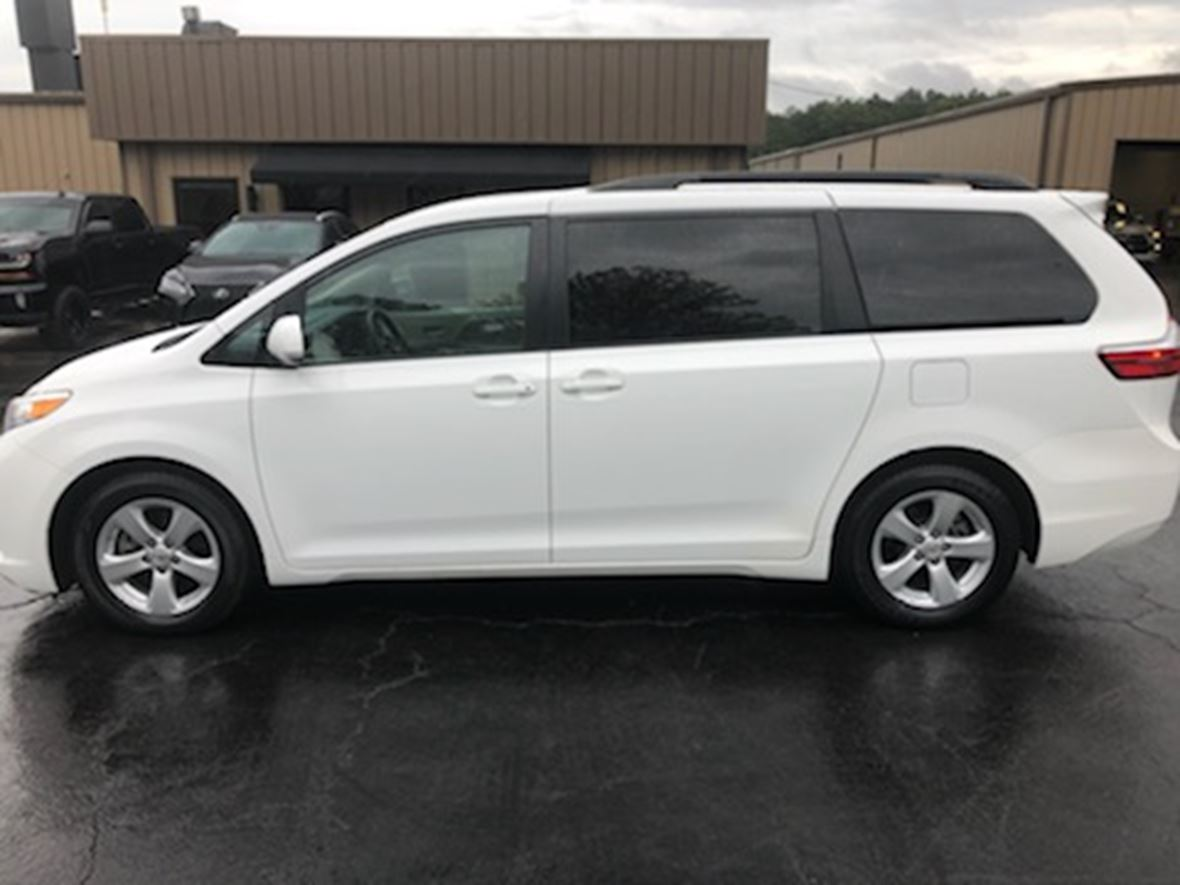 2015 Toyota Sienna  for sale by owner in Helena