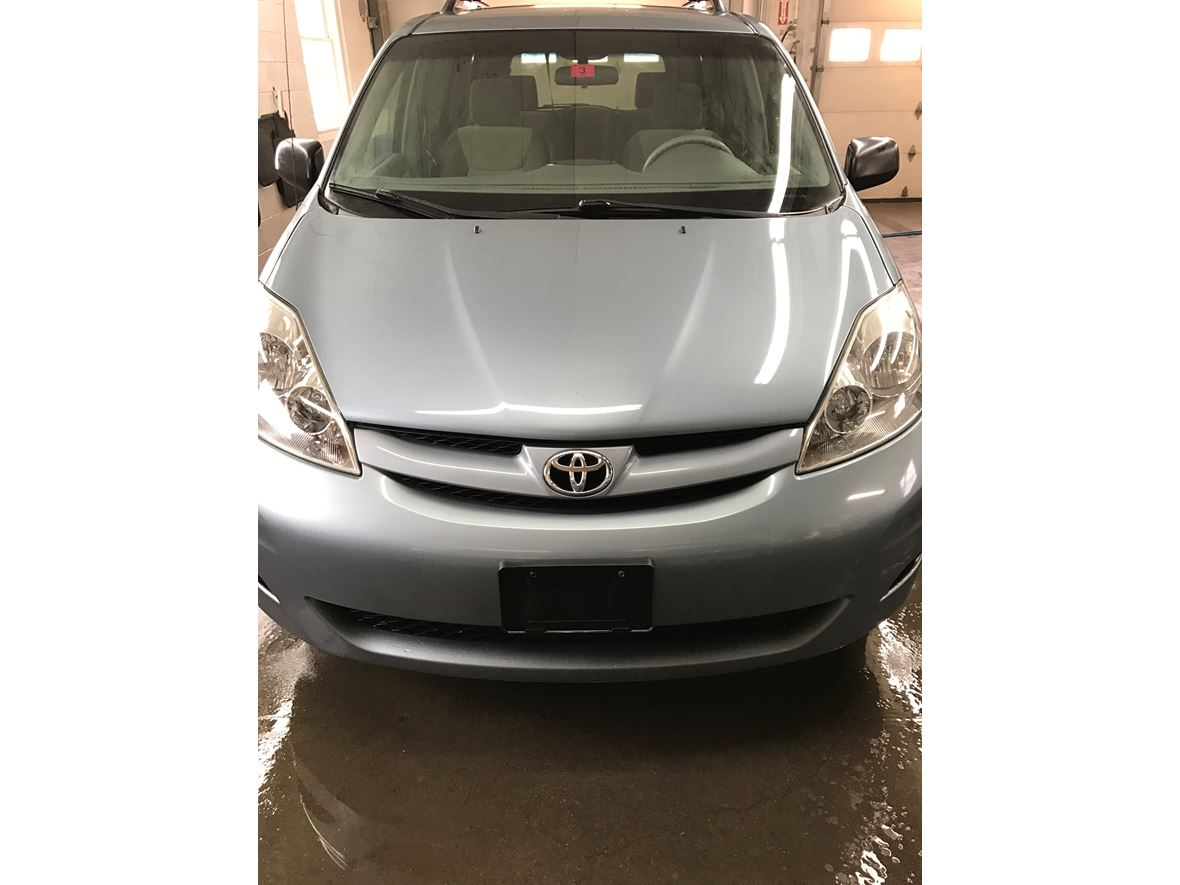 2007 Toyota Sienna for sale by owner in Plaistow