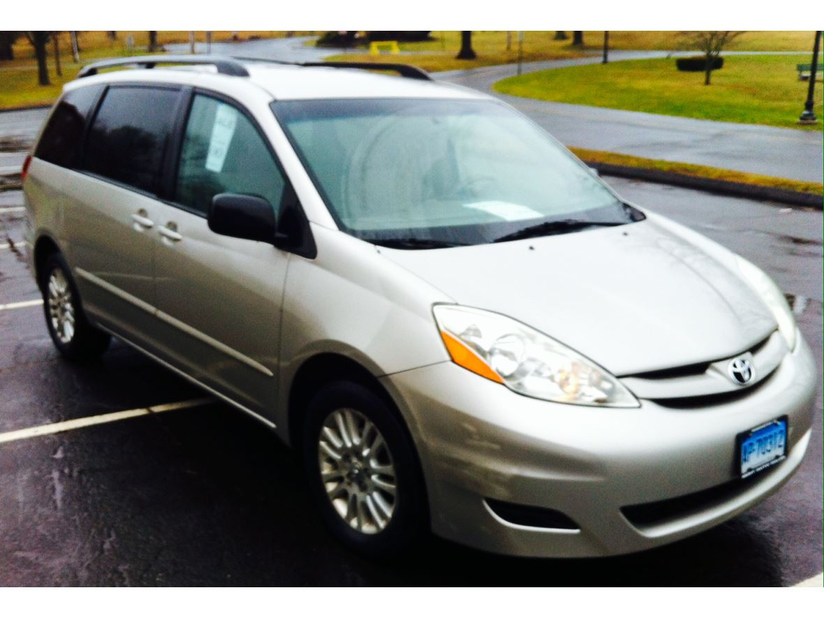 2008 Toyota Sienna for sale by owner in New Britain