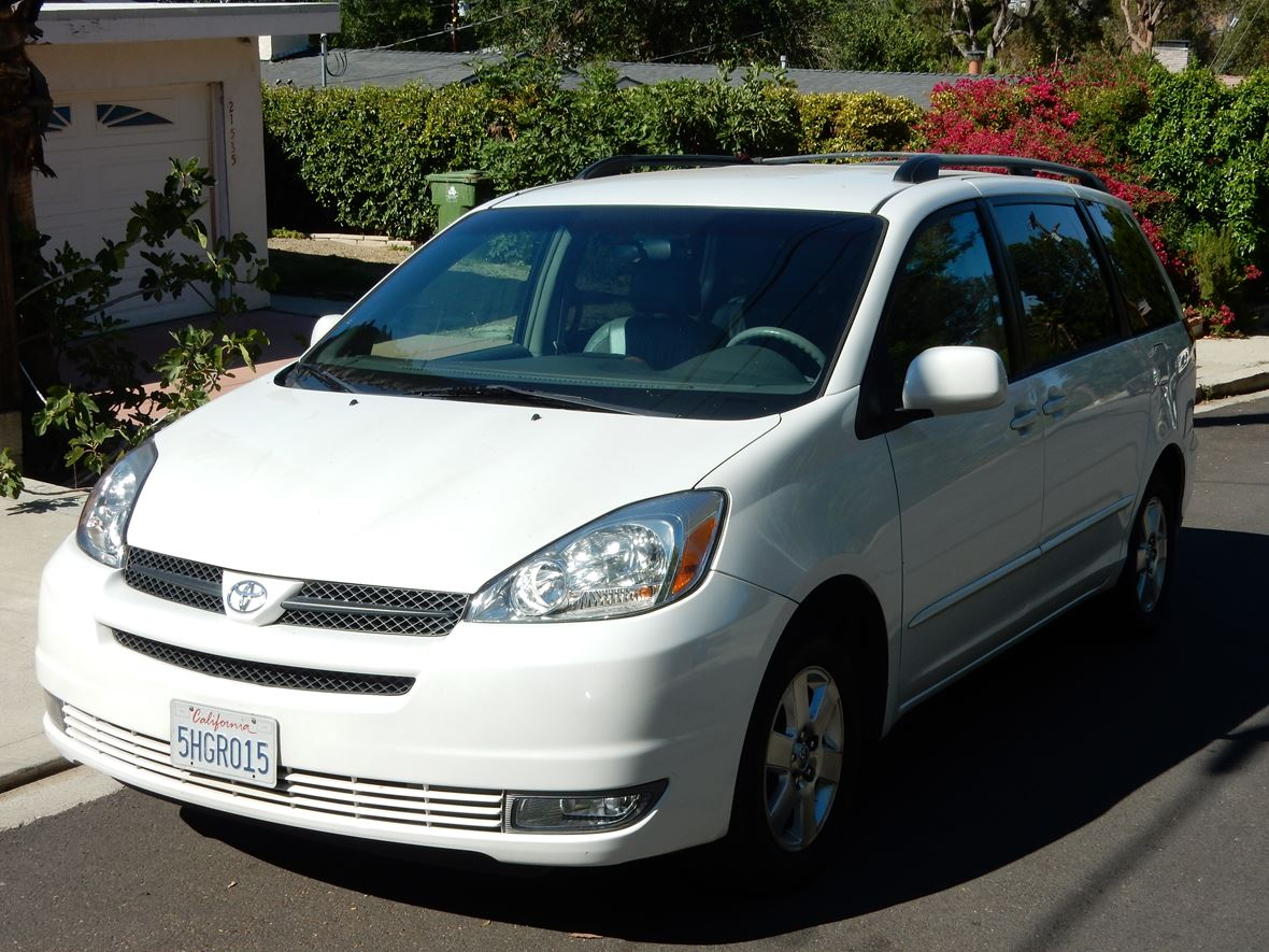 2004 Toyota Sienna XLE ((LIMITED)) For Sale By Owner In Tarzana