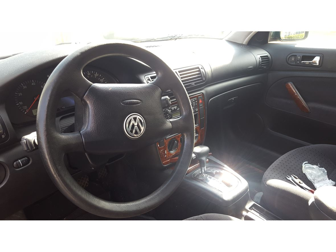 2000 Volkswagen Passat for sale by owner in Flowery Branch