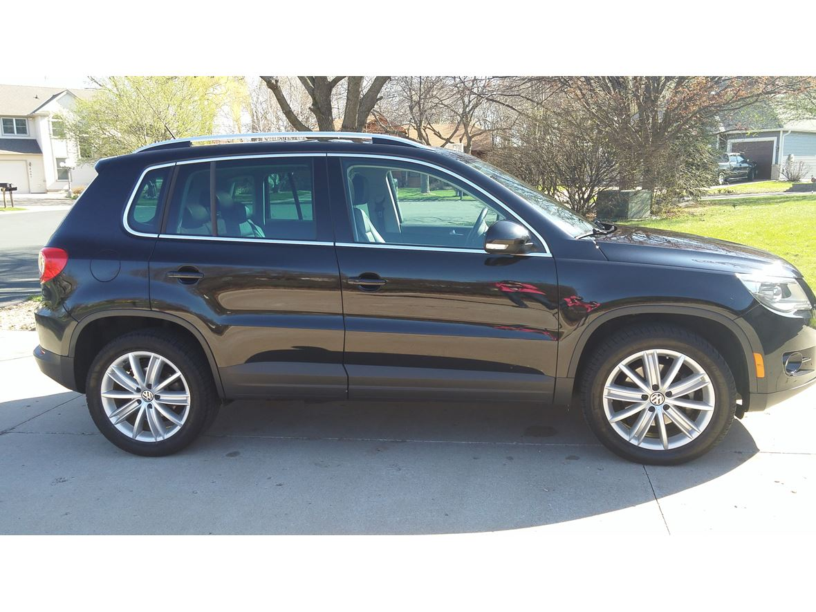 2011 Volkswagen Tiguan for sale by owner in Minneapolis