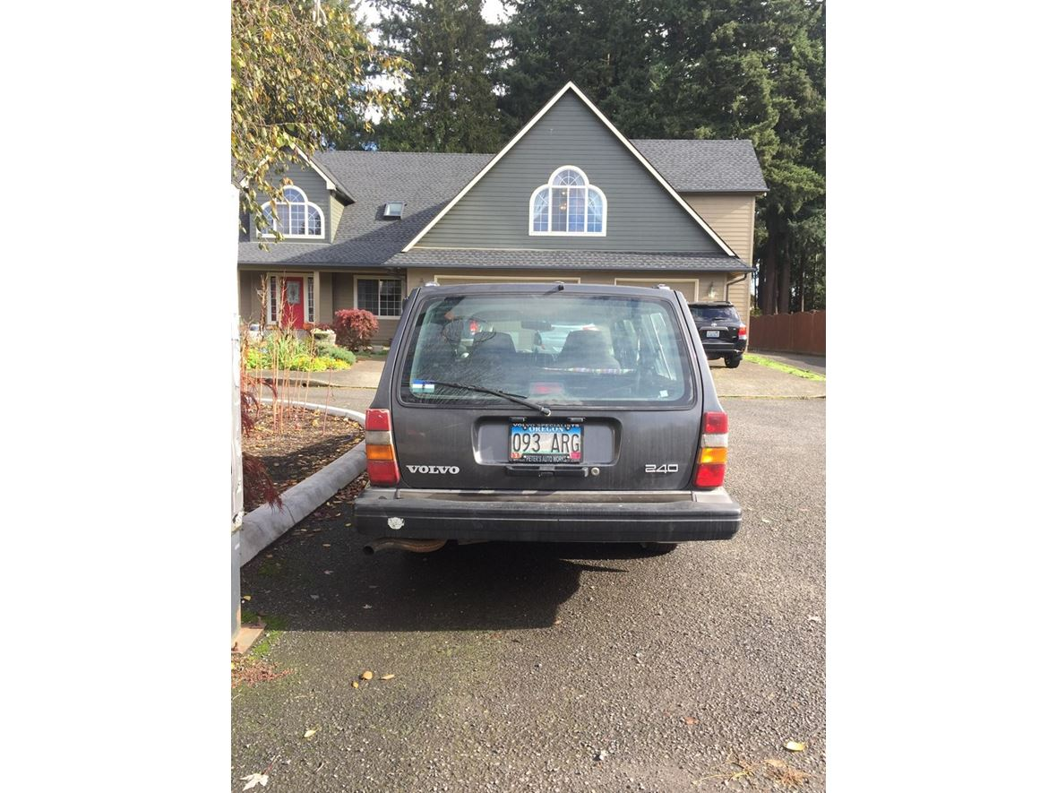 1991 Volvo 240 for sale by owner in Vancouver