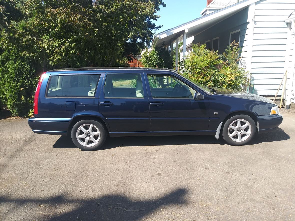 1999 Volvo Station Wagon for sale by owner in Springfield